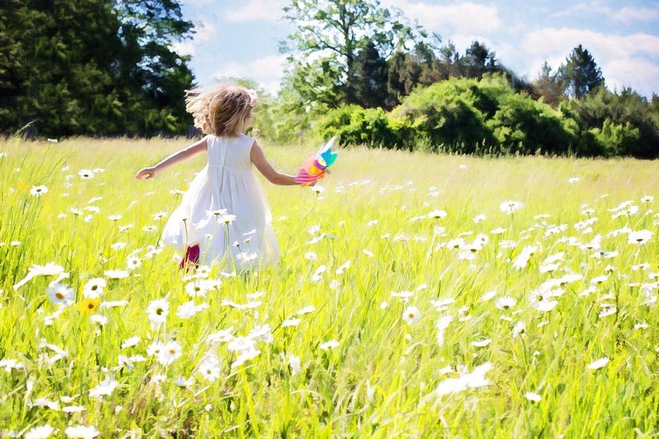 little-girl-running-795505_960_720[1]