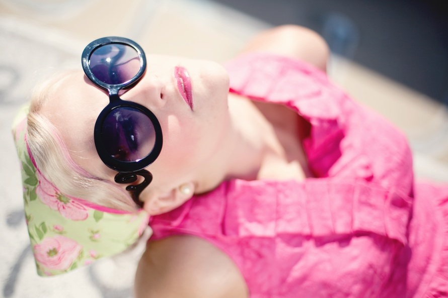 summer-young-woman-pretty-sunglasses-large1